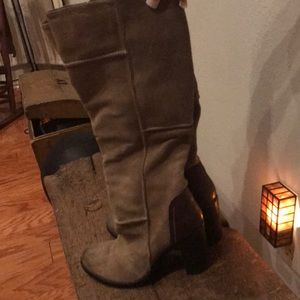 MIA SUEDE TAN BOOTS!!